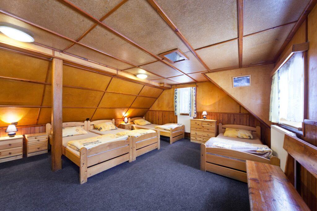 Pokoj 5 s 5 lůžky: 5 x jednolůžko